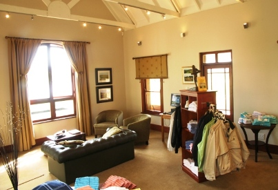 pro-shop-lounge-gowrie-farm-accommodation-Nottingham-Road-tourism-classic-golf-course-midlands-kzn